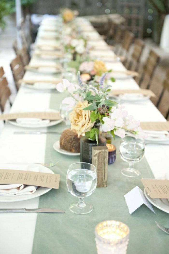 chemin-de-table-papier-idée-insolite-décoration-table-moderne-fleurs-sur-la-table