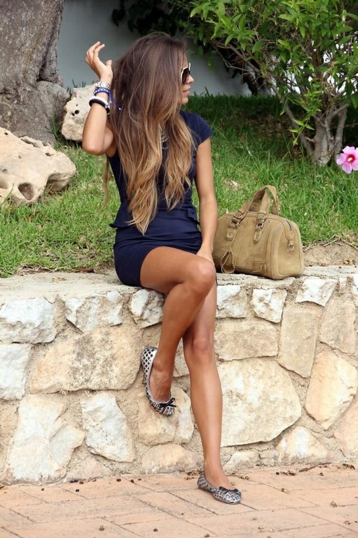 cheveux-couleur-caramel-longs-tenue-bleue-jolie
