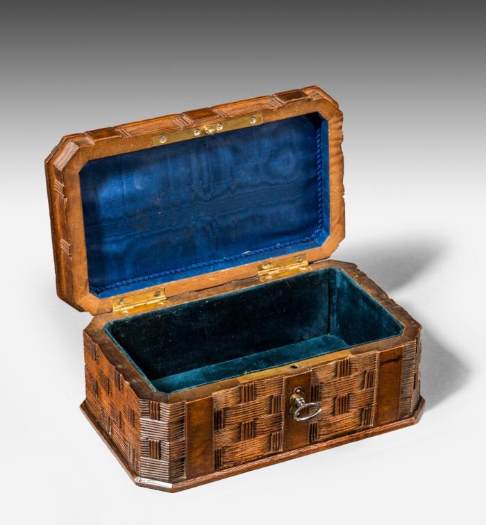 coffret-à-bijoux-en-bois-et-bleu-velours