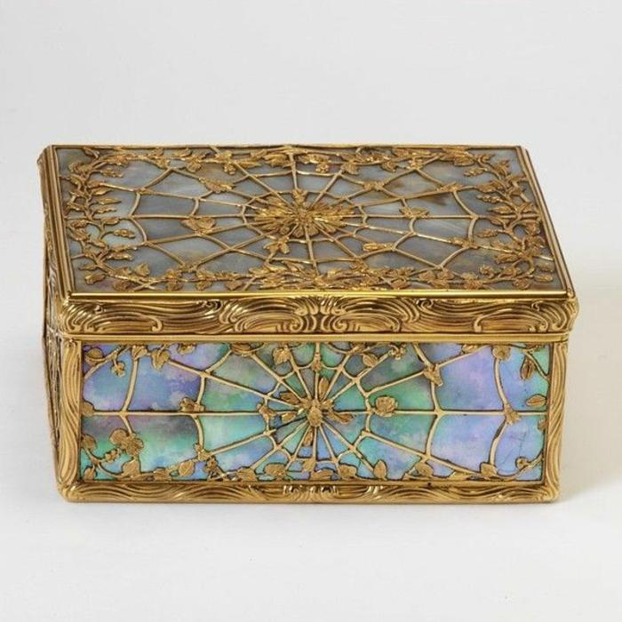 coffret-à-bijoux-pierre-et-matériau-doré
