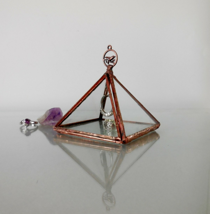 coffret-à-bijoux-transparent-forme-triangulaire