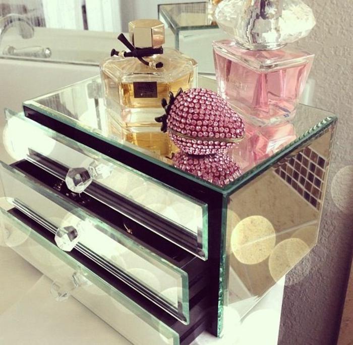 Le coffret bijoux une bo te de surprises for Coffre a bijou miroir