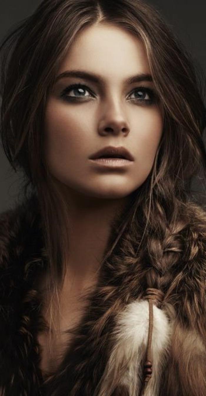 comment-se-maquiller-les-yeux-tier-cheveux-longues