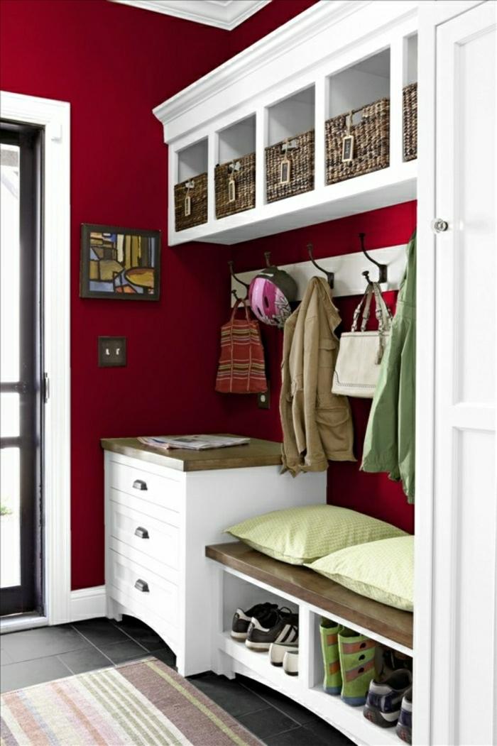 console-extensible-ikea-meuble-chaussure-en-bois-blanc-déco-blanc-rouge-carrelage-noir