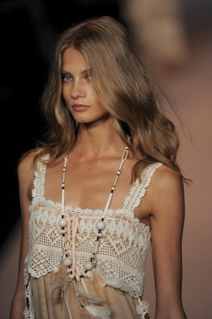 couleur-blond-fonce-jolie-femme-bijou-indienne-modèle