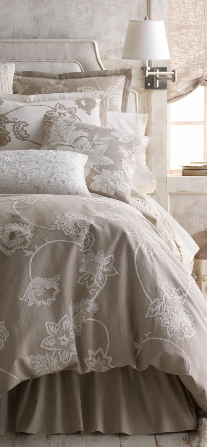 couleur-chambre-adulte-deco-romantique-à-coucher-coussins