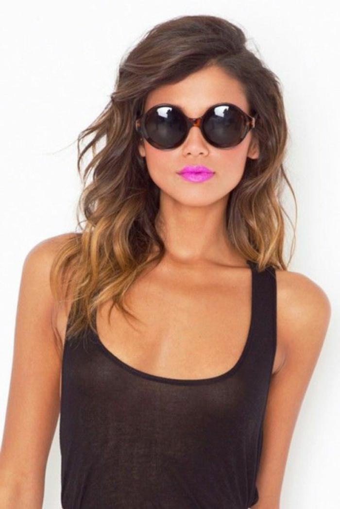 couleur-cheveux-caramel-miel-lunettes-de-soleil