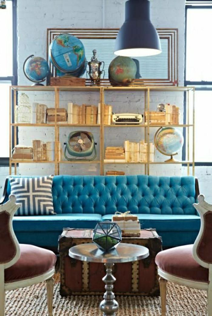 couleur-cobalt-canapé-bleu-coussins-bleu-salon-moderne-chaises-baroques