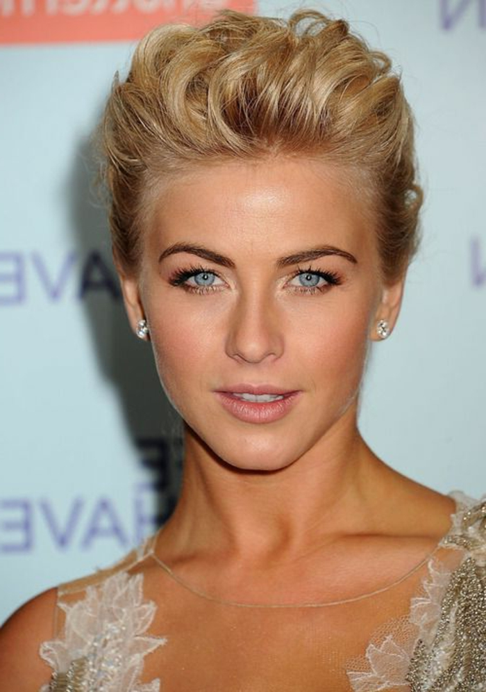 couleur-de-cheveux-blond-foncé-cheveux-courtes-yeux-bleu