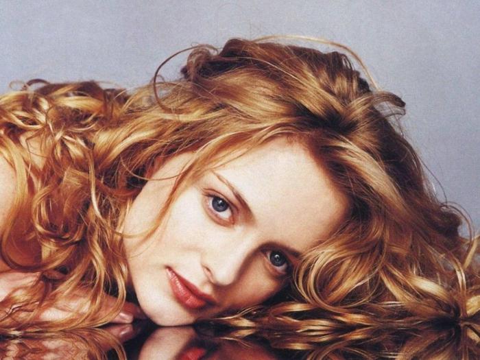 couleur-de-cheveux-blond-foncé-femme-photo-rétro