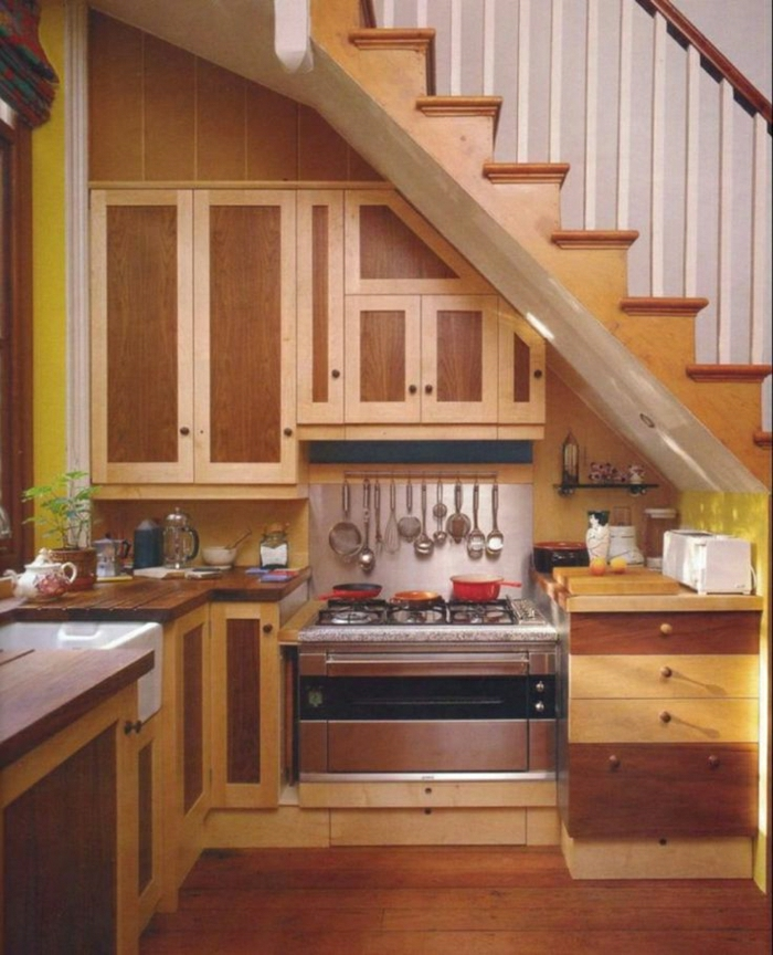 cuisine-aménagement-sous-pente-en-bois-meubles-sous-pente-idée-sous-pente