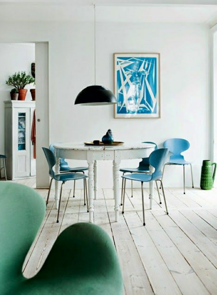 cuisine-bleu-cyon-deco-turqoise-couleur-turqoise-chaises-de-cuisine-sol-en-plancher
