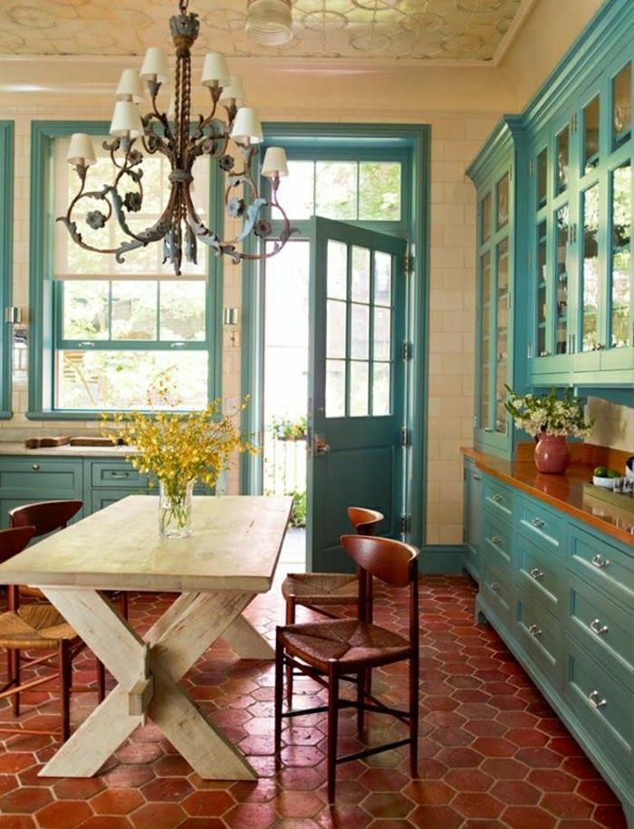 cuisine-bleu-cyon-deco-turqoise-style-rustique-carrelage-meubles-bleus