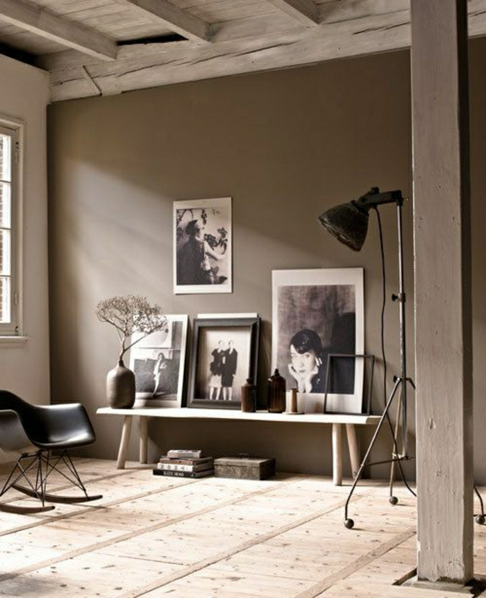 déco-taupe-chambre-a-salle-de-séjour-mur-taupe-chaise-berçante-en-plastique-noire