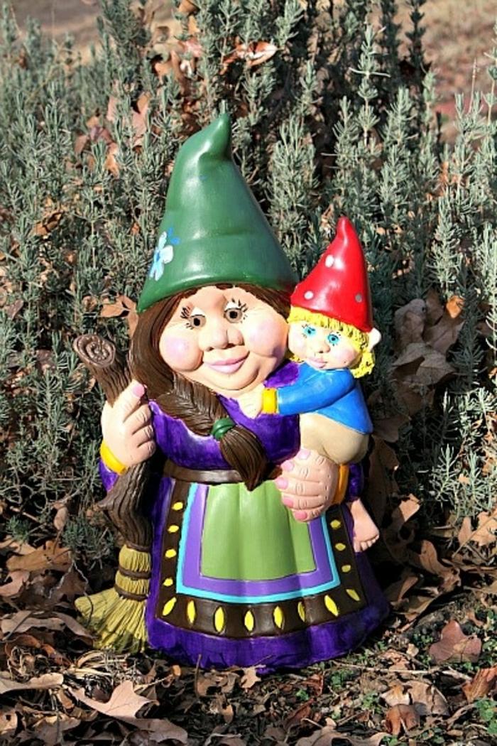 deco-de-jardin-avec-nain-de-jardin-statue-de-jardin-chapeau-rouge-idée