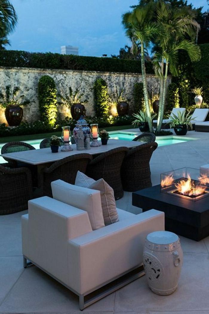 deco-exterieur-avec-eclairage-exterieur-luminaires-extérieurs-piscine-cour