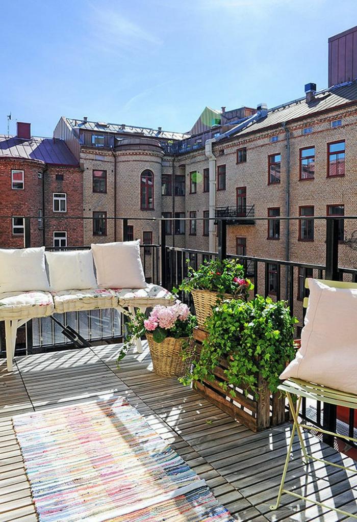 deco-terrasse-chaise-de-terrasse-en-fer-balcon-belle-vue-fleurs-belle-vue