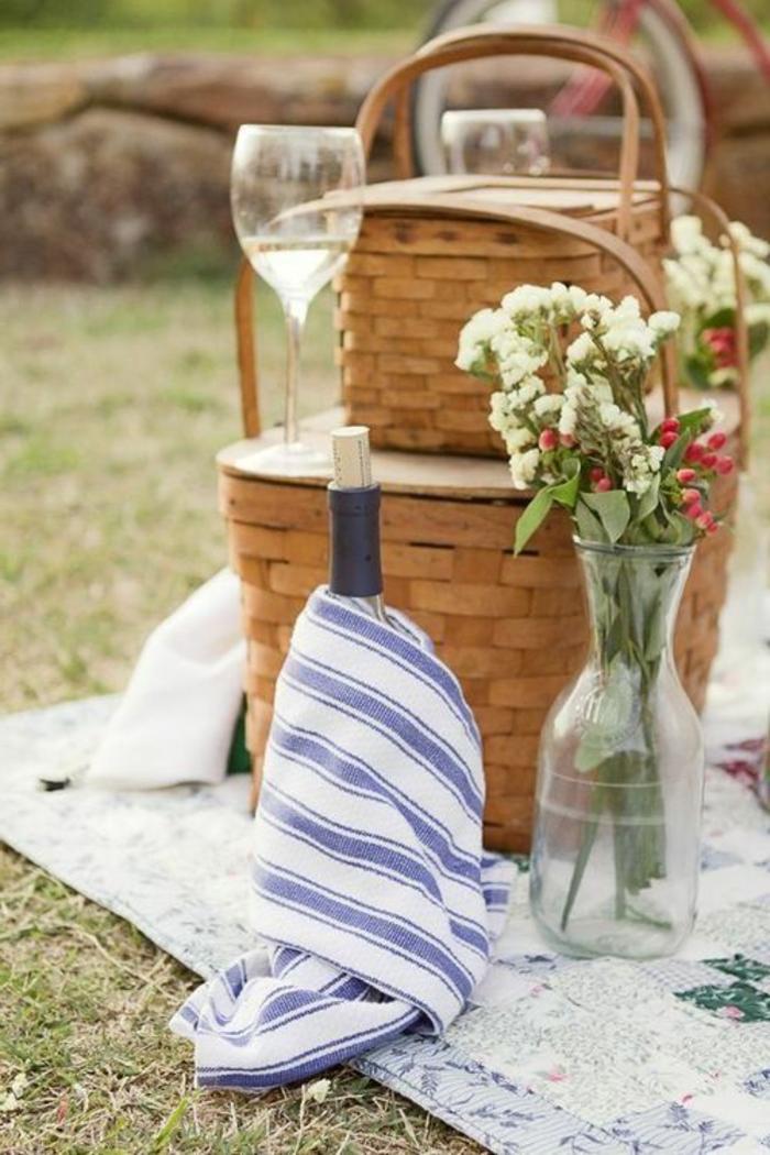 decoration-avec-panier-de-pique-du-vin-des-fleurs