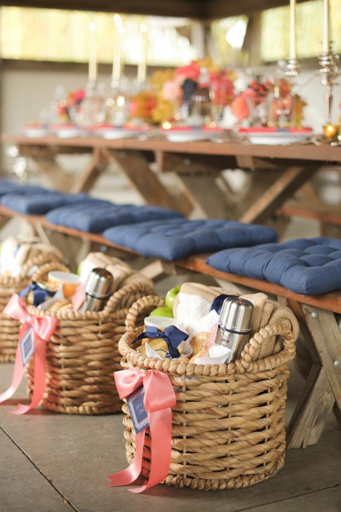 decoration-avec-panier-de-pique-nique-petites-cadeaux-mariage
