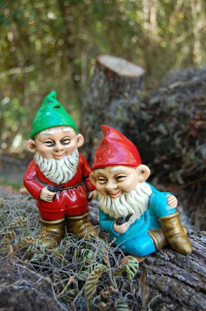 decoration-jardin-exterieur-gnomes-sculpture-chapeau-rouge-et-verte