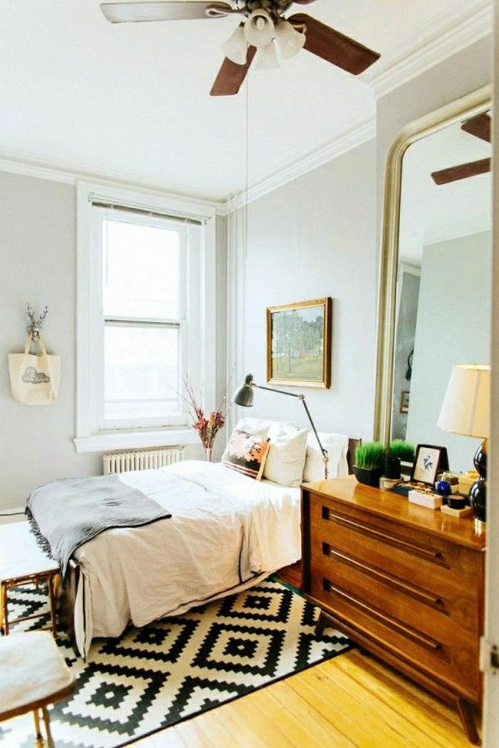 descente-de-lit-blanc-noir-chambre-a-coucher-parquet-mur-gris-fenetre-chambre-pleine-de-lumière