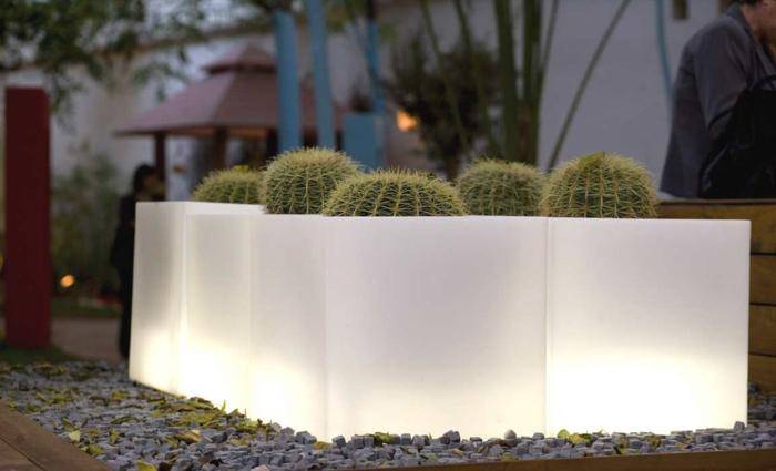 eclairage-jardin-pot-de-fleur-lumineux-cactus