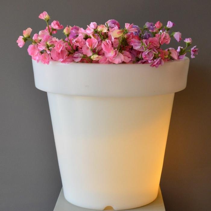 eclairage-jardin-pot-de-fleur-lumineux-roses