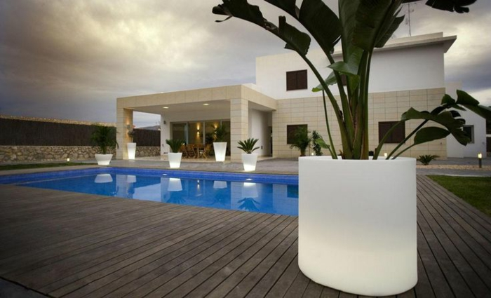 best luminaire jardin piscine contemporary amazing house design. Black Bedroom Furniture Sets. Home Design Ideas