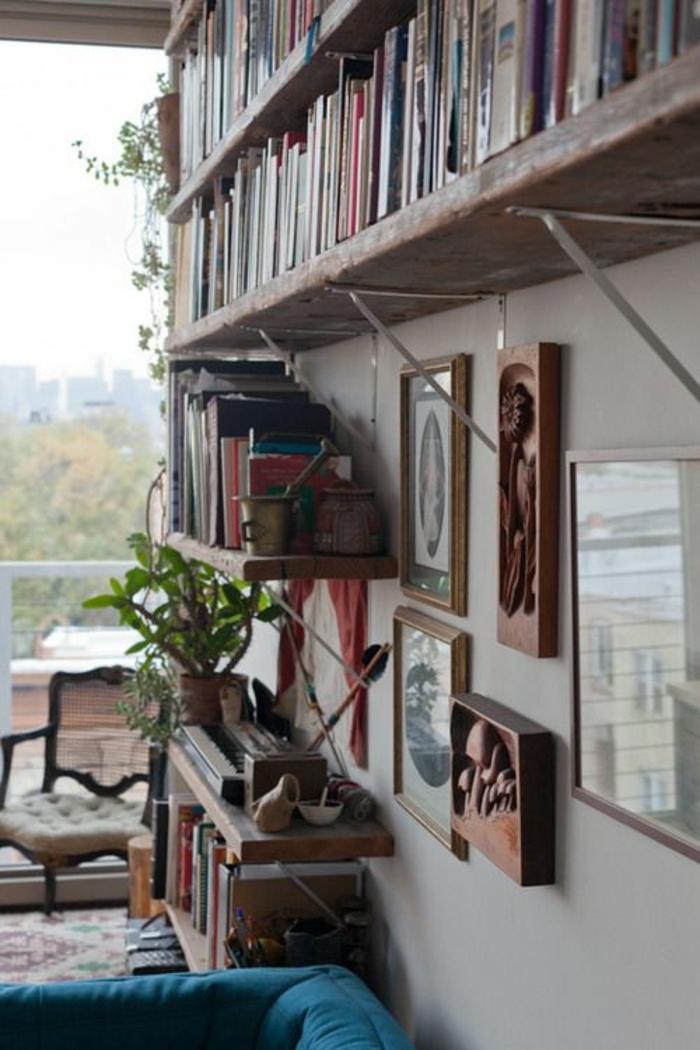 etageres-murales-design-en-bois-bibliothèque-en-bois-livres-décoration-murale-plante