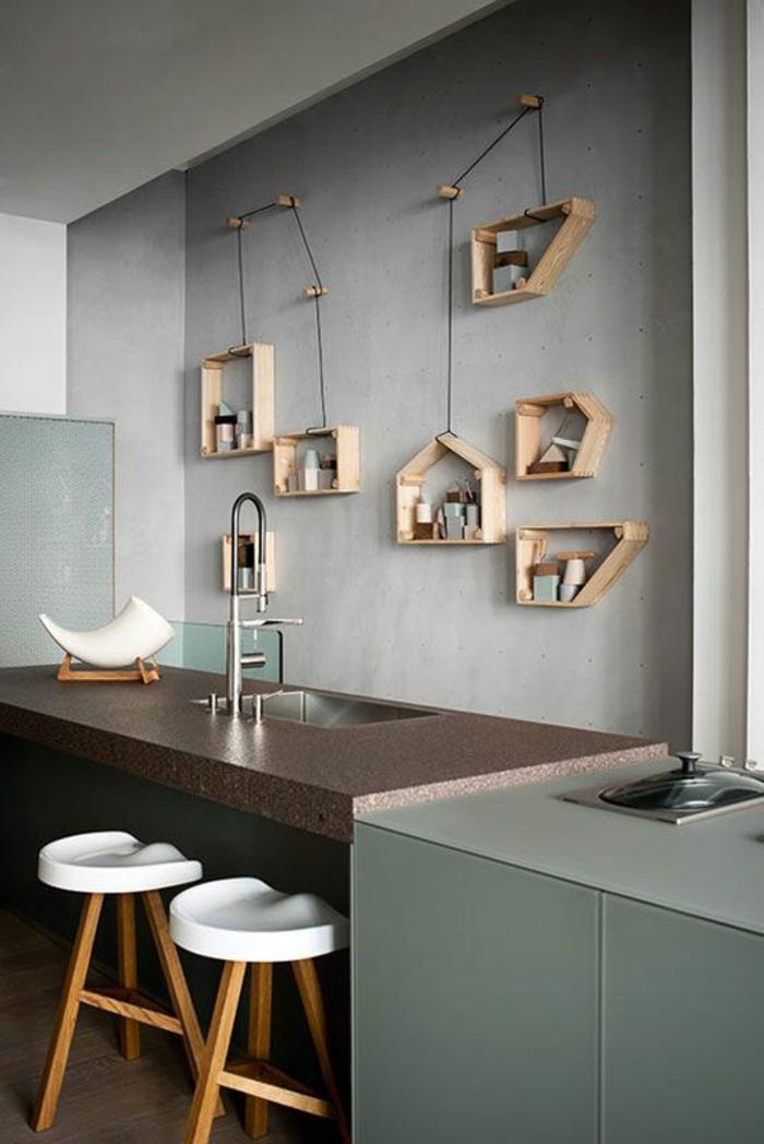 etageres-murales-design-en-bois-décoration-murale-cuisine-bar-de-cuisine-chaise-de-bar