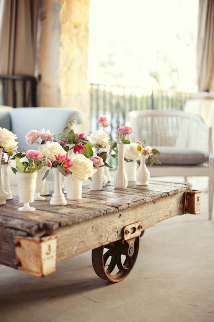 fabriquer-table-basse-palette-fleurs-vase-balcon