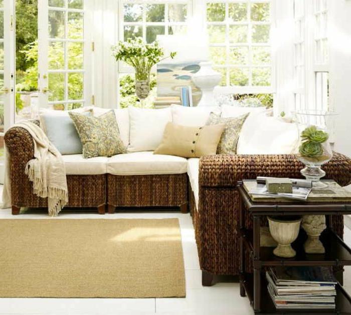 fauteil-en-bois-rotin-design-canapé-de-salon-coussins-décoratis-tapis-beige