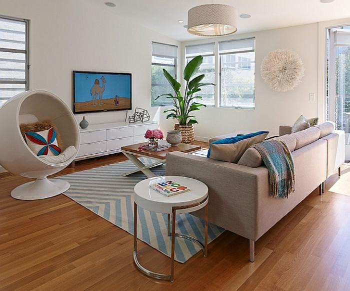 fauteuil-boule-blanc-et-salle-de-séjour-coquette