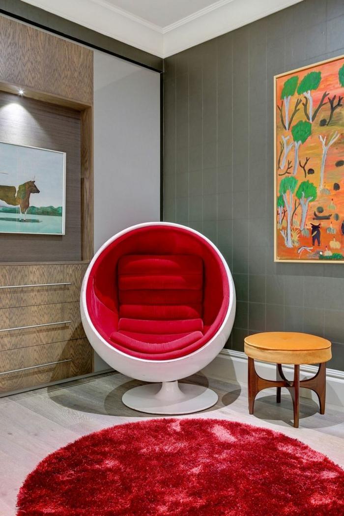 fauteuil-boule-classique-en-fibre-de-verre-et-textile-rouge