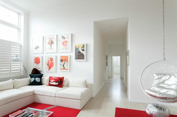 fauteuil-boule-et-tapis-rouge-dans-un-salon-blanc