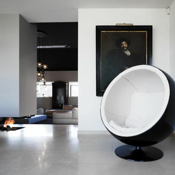 fauteuil-boule-intérieur-monochrome-et-portrait
