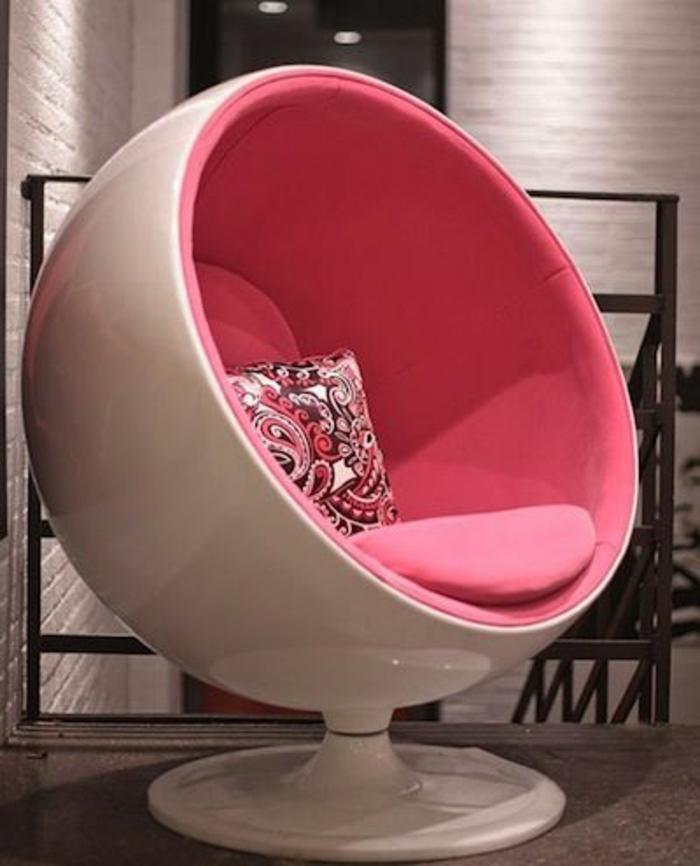 fauteuil-boule-le-fauteuil-boule-en-rose-et-blanc