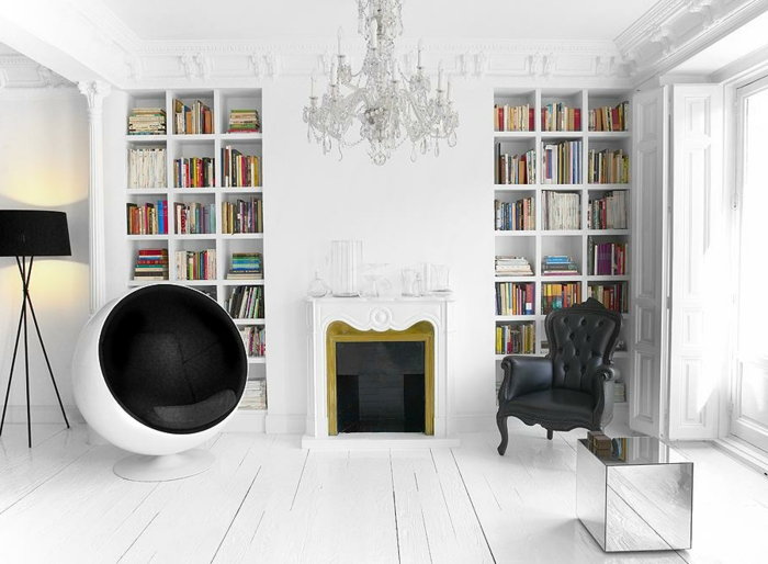 fauteuil-boule-plancher-en-bois-blanc-chambre-blanche