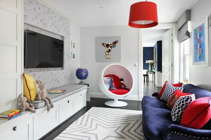 fauteuil-boule-salle-de-séjour-originale-plafonnier-rouge