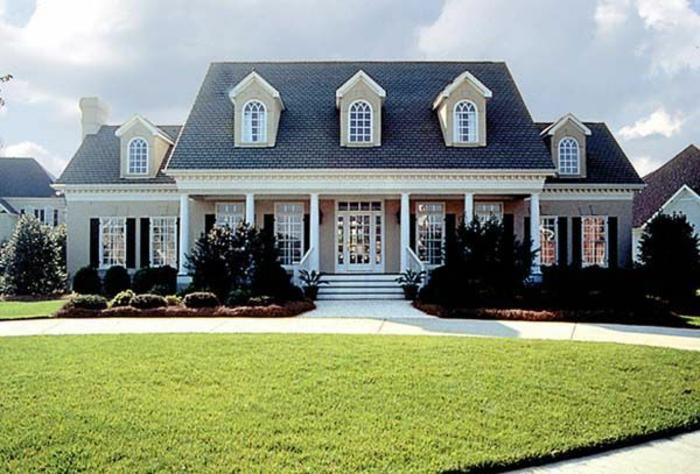 fenêtre-lucarne-toit-façade-verticale-maison-classique