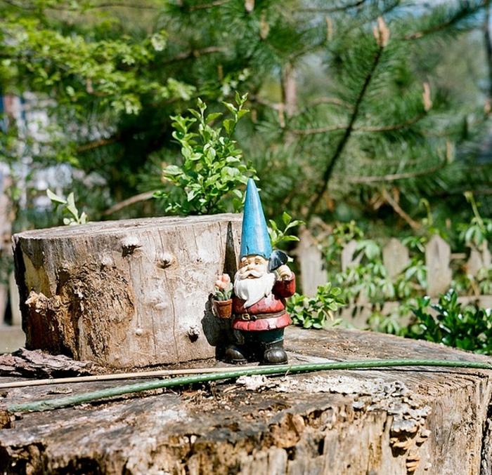 idée-de-jardin-décoration-de-jardin-statue-de-jardin-nain-chapeau-rouge-sculpture