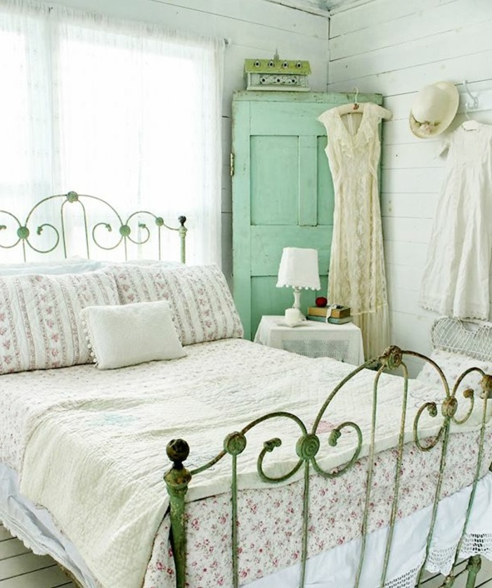 idées-déco-chambre-romantique-intérieur-lit-coussins