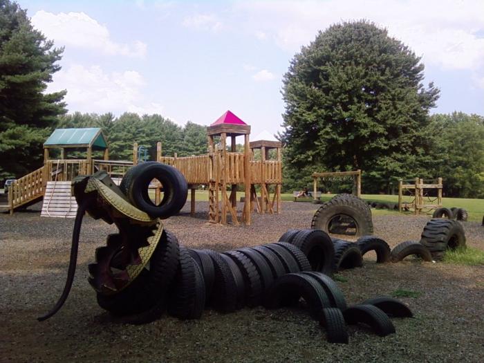 idées-pour-le-recyclage-pneux-crocodile-terrain-d'enfants-de-plein-air
