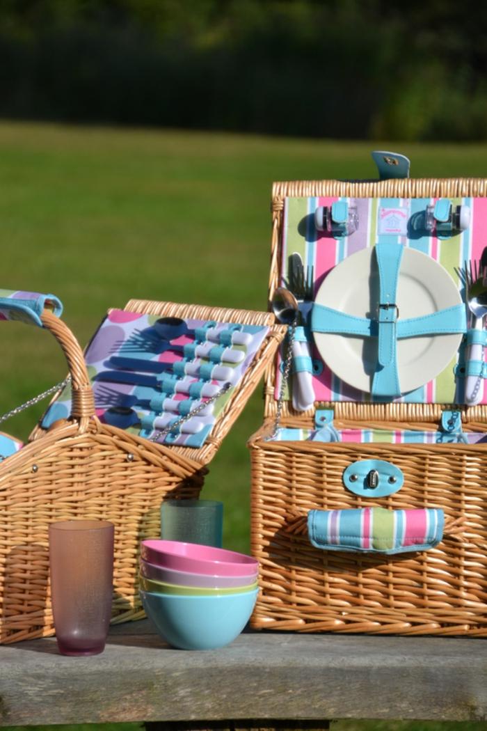 idee-pique-nique-le-panier-couleurs-forchettes