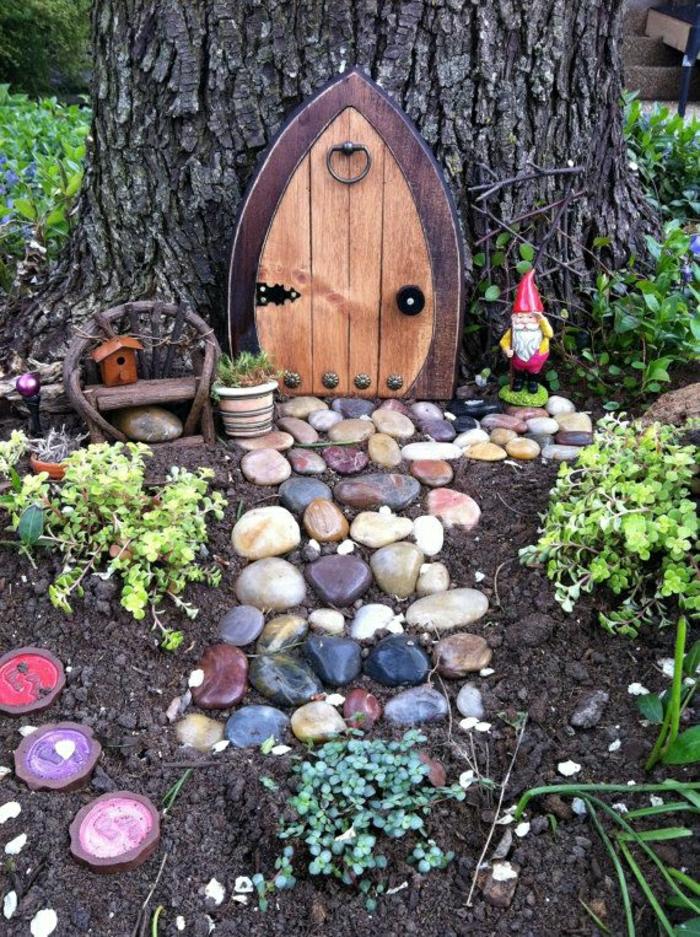 jardin-avec-nains-décoration-jardin-extérieur-maison-de-nains-arbres