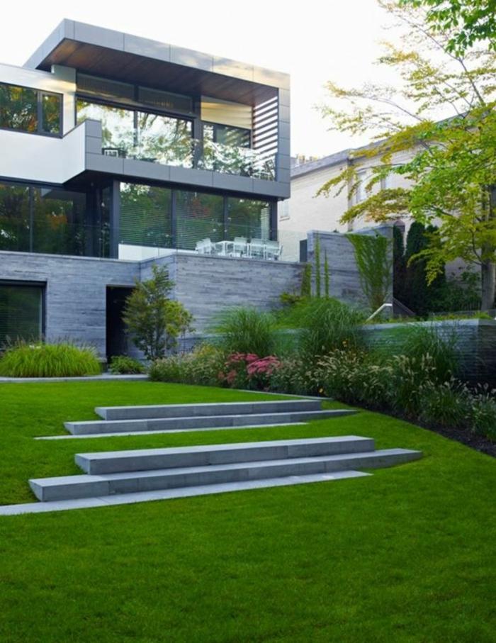 jardin-paysager-pelouse-et-pas-en-béton
