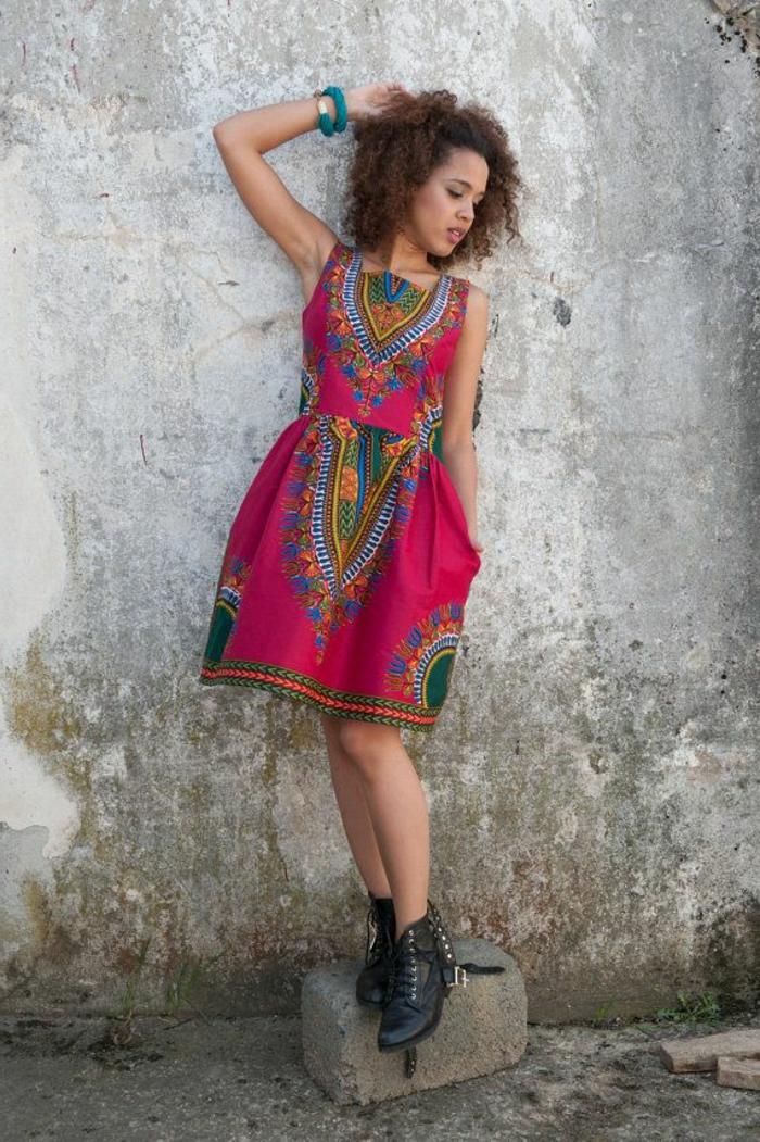 jolie-robe-d-été-colorée-rouge-femme-robe-naf-naf-belle-fille-brunette