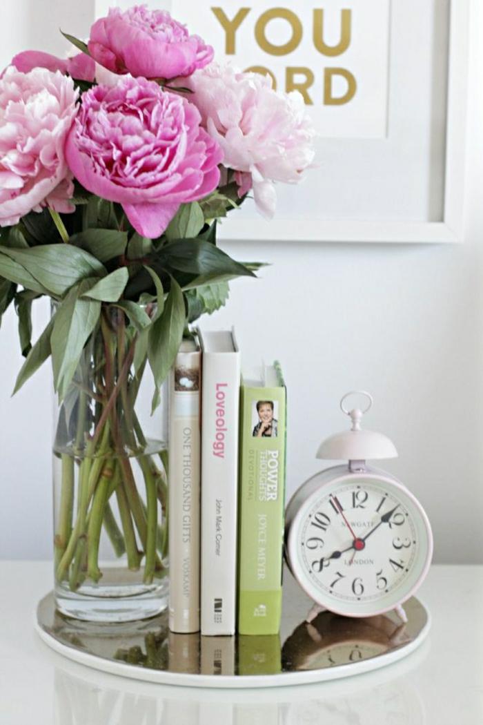 la-pivoine-fleur-décoration-chambre-table-de-nuit