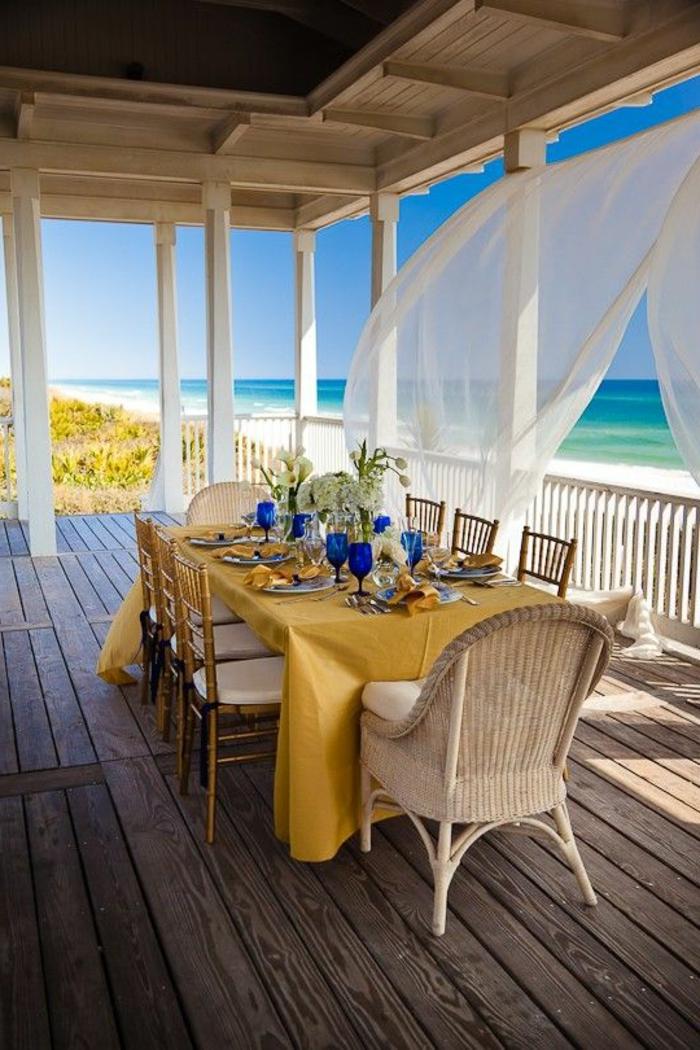 la-plus-belle-veranda-avec-meuble-en-bambou-une-belle-vue-vers-la-plage-meuble-rotin-design