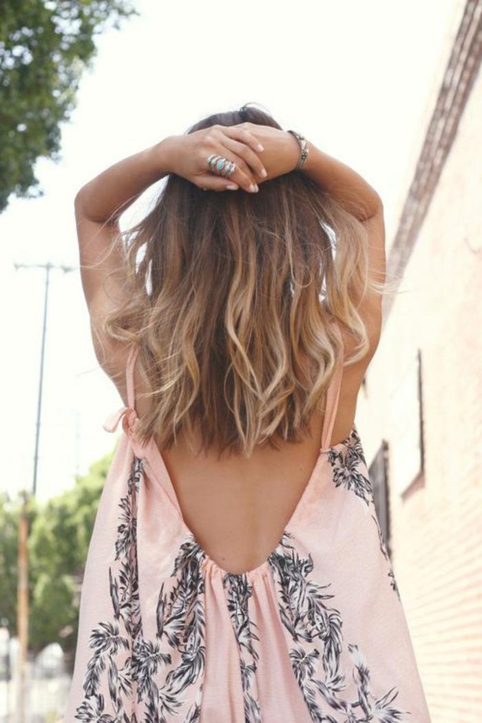 la-robe-rose-pale-tenue-de-jour-le-dos